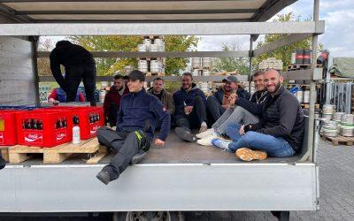 Team feiert Derbysieg auf der Kerb – mit Cola!